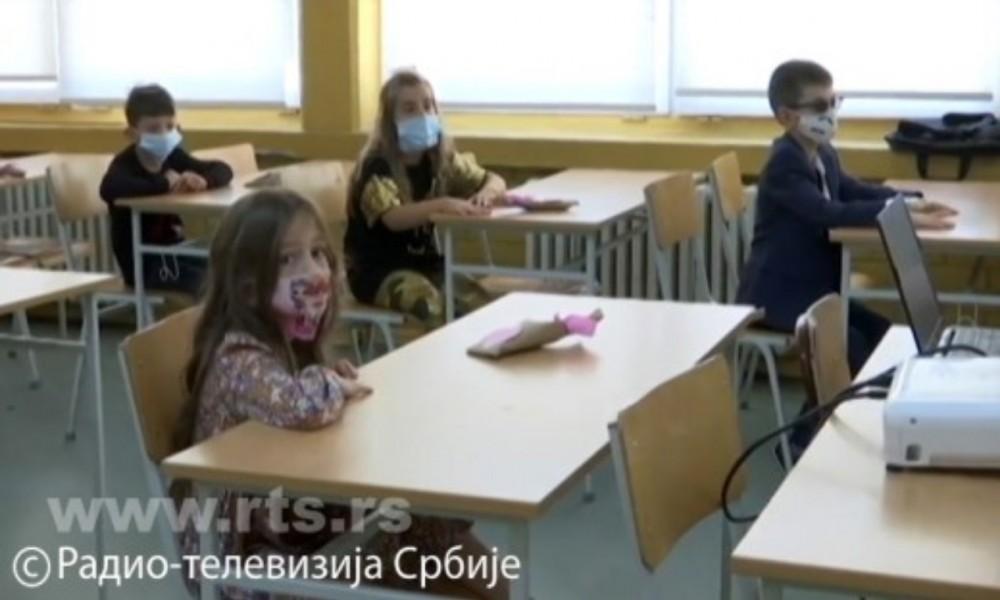 Deca u školama posle pola godine, u učionice samo s maskama