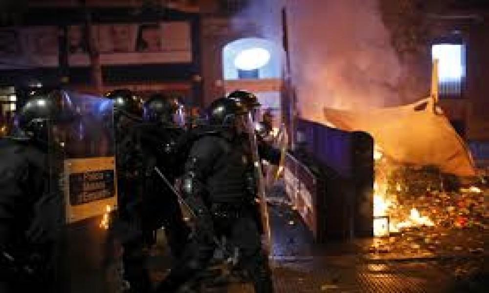 NOVA GENERACIJA, NOVE TEHNOLOGIJE Proteste u Barseloni vodi  organizacija koja za Španiju ima samo JEDNU PORUKU