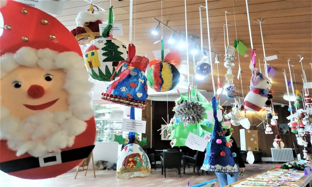 U Kučevu završen  likovni konkurs za izradu novogodišnjih ukrasa