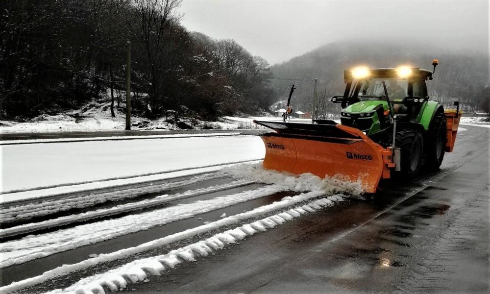 Prvi ovogodišnji sneg  nije iznenadio zimsku službu JKP Golubac