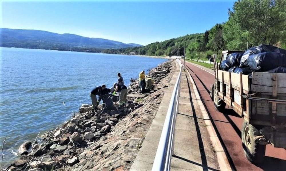 Golubački vatrogasci očistili priobalje I šetnu stazu pored Dunava