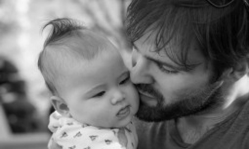 Svega 300 očeva u Srbiji koristi pravo na porodiljsko odsustvo