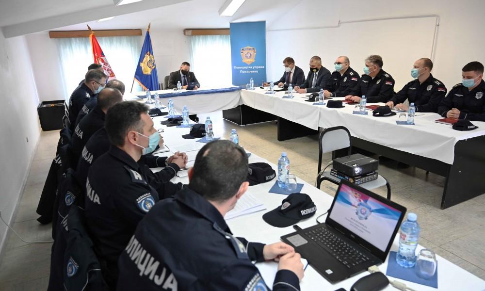 Ministar Vulin: Pojačan rad policije na suzbijanju ilegalne trgovine akciznim proizvodima