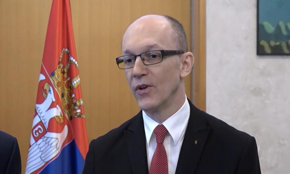 Srbija planira zabranu plastičnih tanjira, kašika, viljuški, slamčica