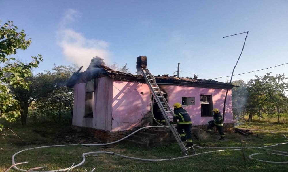 Meštani sela Kurjače prikupljaju sredstva za pomoć Vladici kome je izgorela kuća