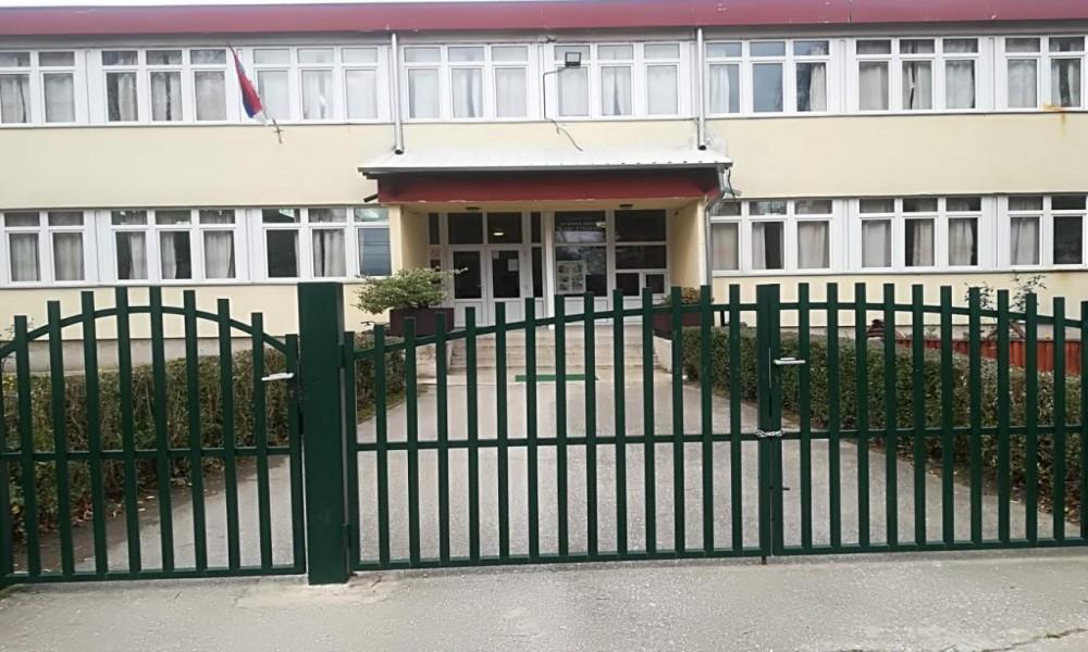 Učenici Osnovne škole Veljko Dugošević iz Braničeva umesto u klupe na  onlajn  nastavi na daljinu