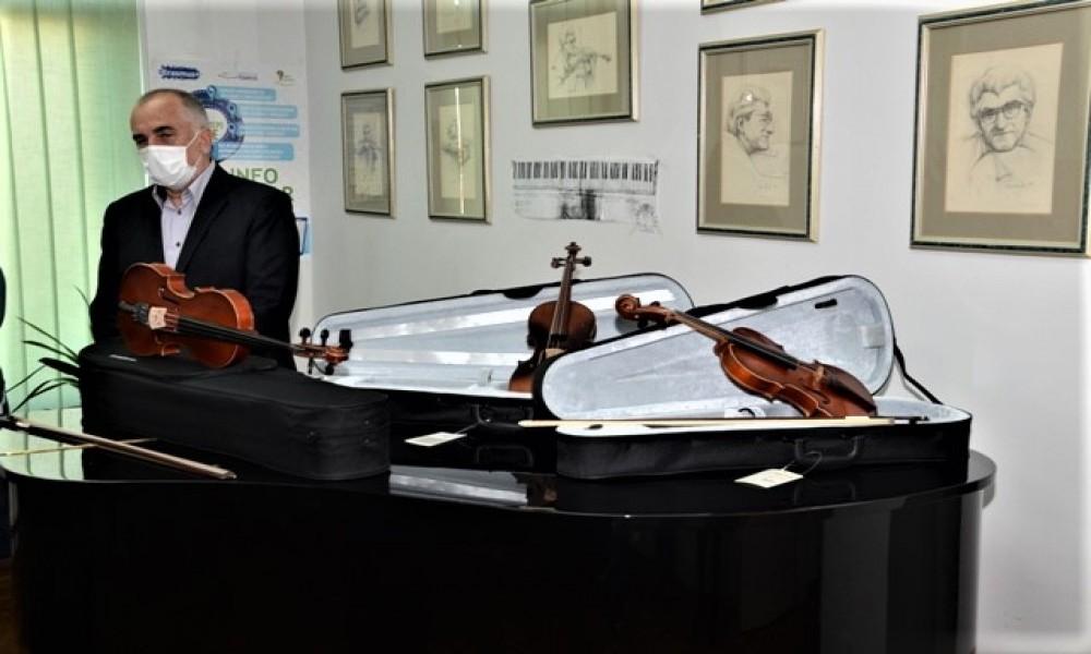 Tri violine Jana Nemčeka ustupljene odelenju u Velikom Gradištu Muzičke škole Stevan Mokranjac iz Požarevca