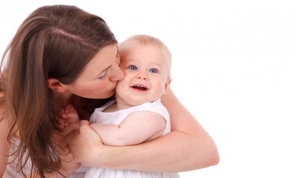 Šta kad dete hoće samo kod mame (i zašto je to potpuno prirodno)