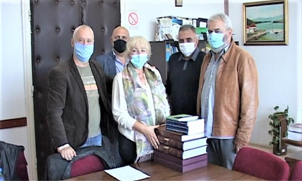 Opština Golubac donirala  knjige ustanovama i Turističkoj organizaciji