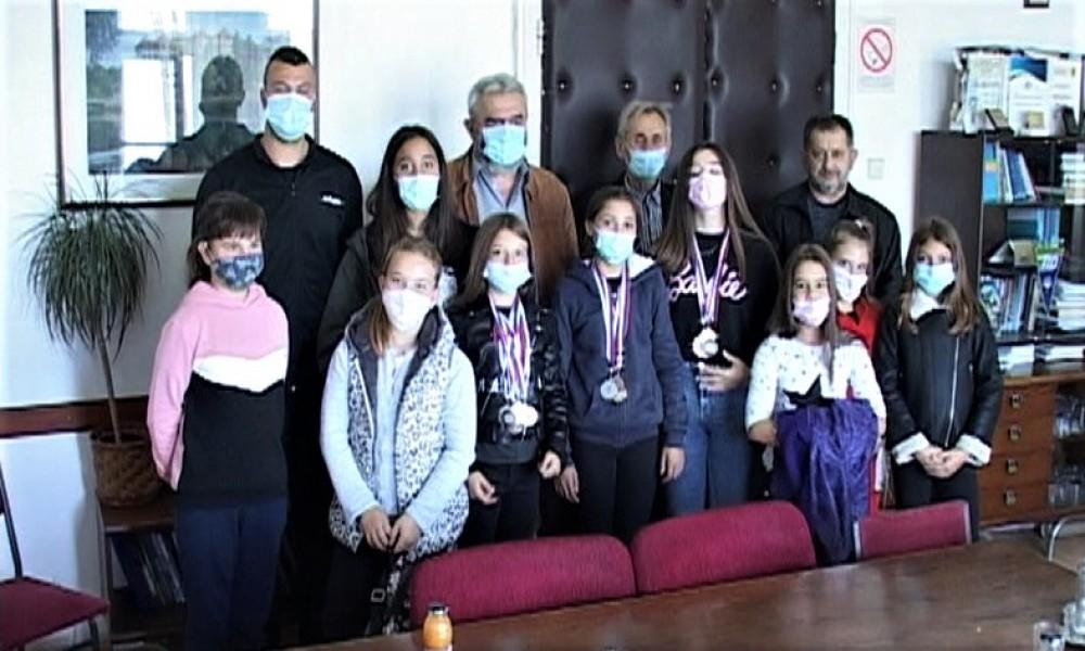 Predsednik opštine primio zlatne devojčice JK Golubac