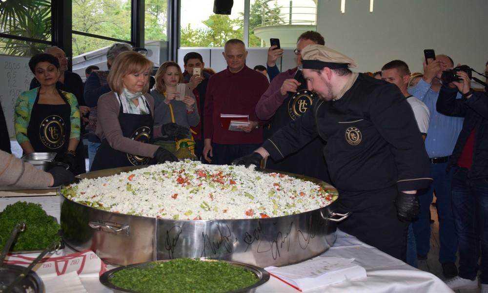 U Ohridu napravljena šopska salata za Ginisov rekord