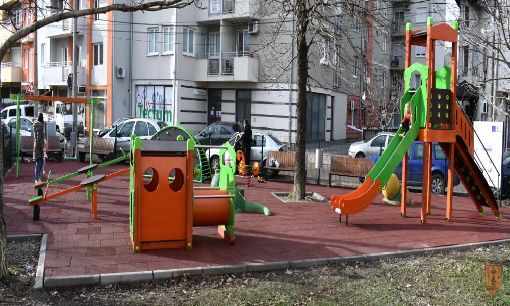 Dečije igralište u Knićaninovoj