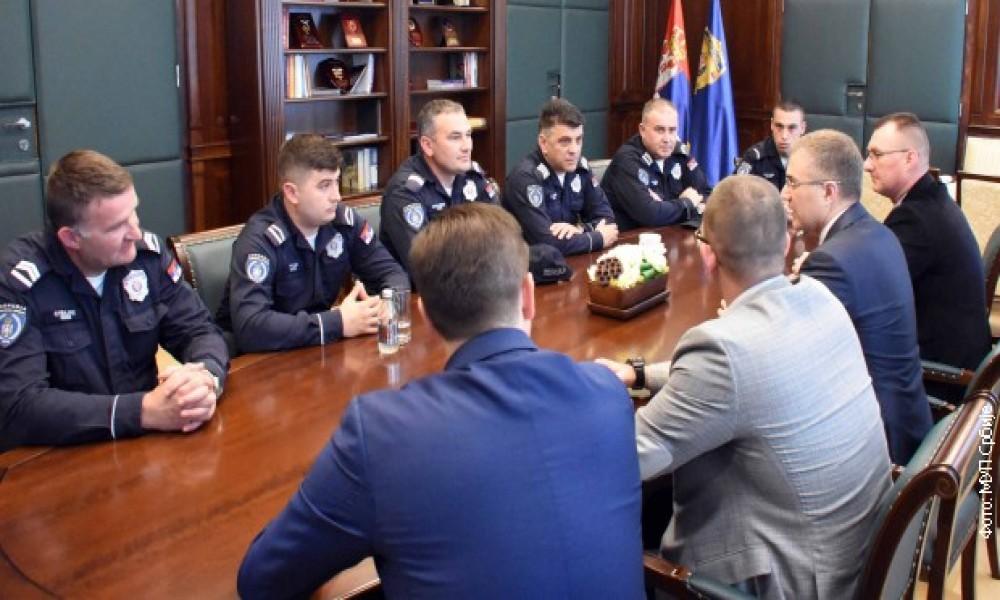 MINISTAR STEFANOVIĆ NAGRADIO ŠEST POLICIJSKIH SLUŽBENIKA