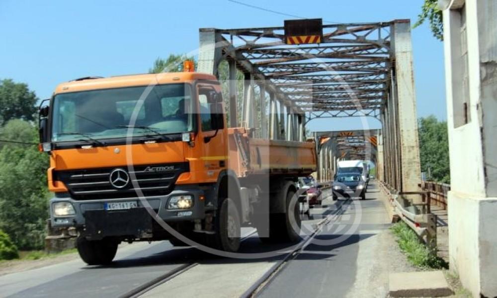 Most na Velikoj Moravi tesan za vozove i kamione