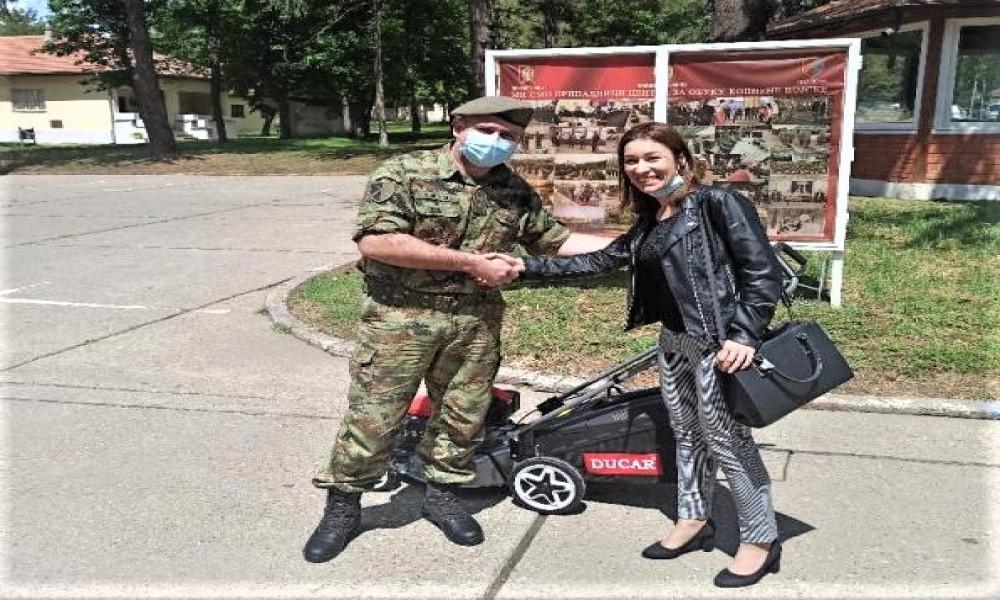Turistička organizacija Veliko Gradište  donirala kosačicu za travu Centru za obuku kopnene vojske Požarevac