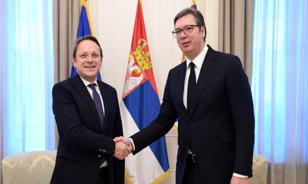Vučić zahvalio Varheljiju na podršci