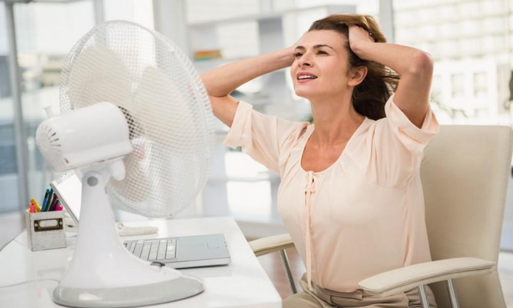 Ove DVE CAKE običan ventilator pretvaraju u MOĆAN KLIMA UREĐAJ Zaboravite na vrućinu, ovo hladi samo tako