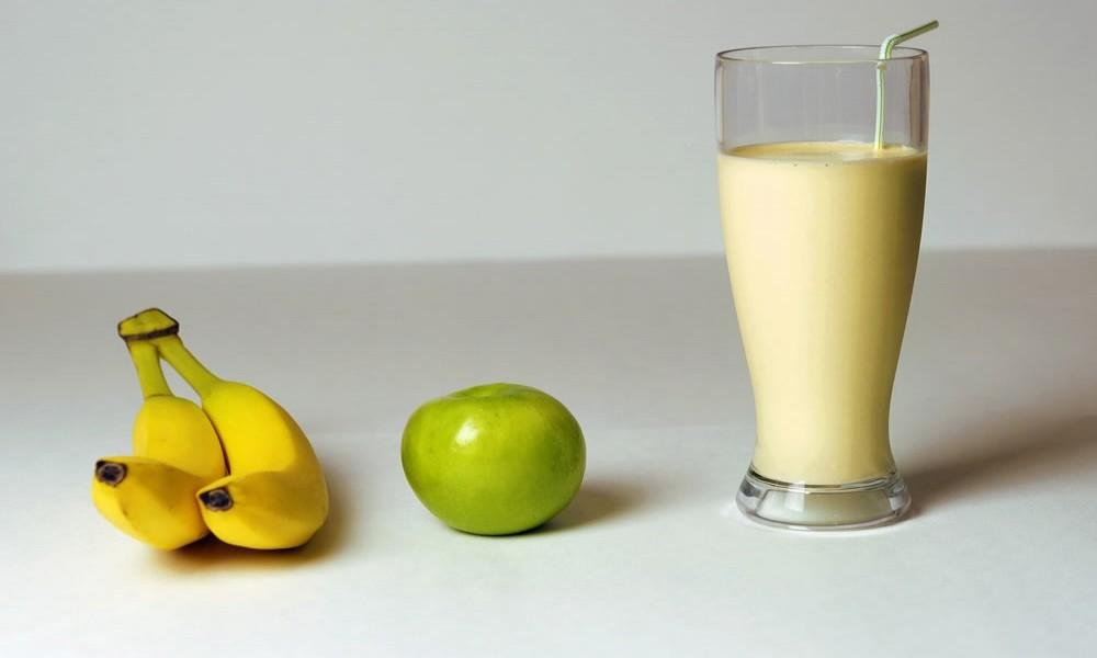 Smuti sa bananom i đumbirom: Poboljšava probavu i topi masne naslage sa stomaka! (RECEPT)