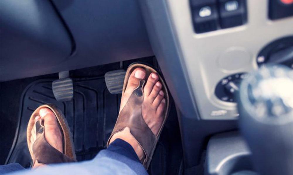 DA LI LETI VOZITE U PAPUČAMA? Šta zakon o saobraćaju kaže na to?