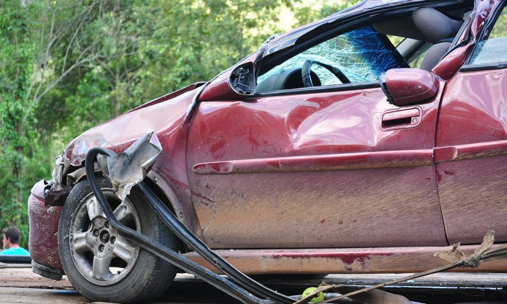 Tragedija u Smederevskoj Palanci: Automobil sleteo sa puta, poginulo dvoje dece