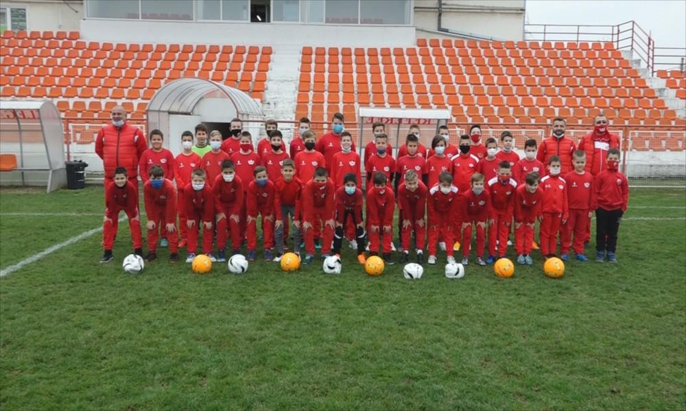 Poklon za male fudbalere iz škole Mladog radnika