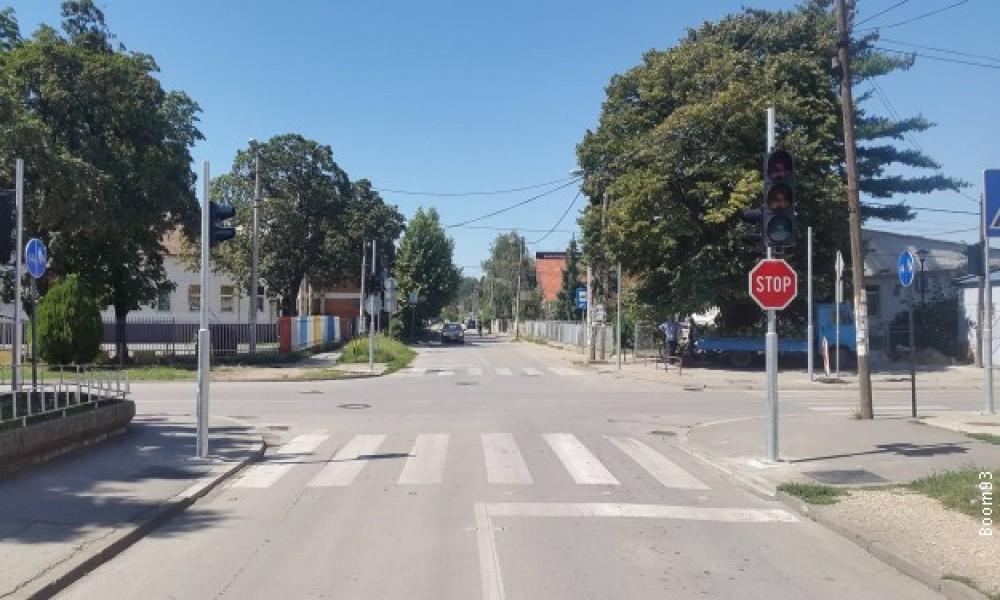 Pušteni u rad semafori kod Osnovne škole