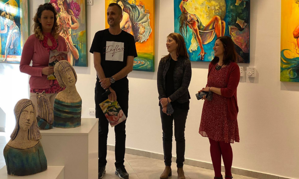 """Otvorena izložba slika i skulptura """"Tri priče"""" u galeriji Kulturnog centra Zlatibor"""