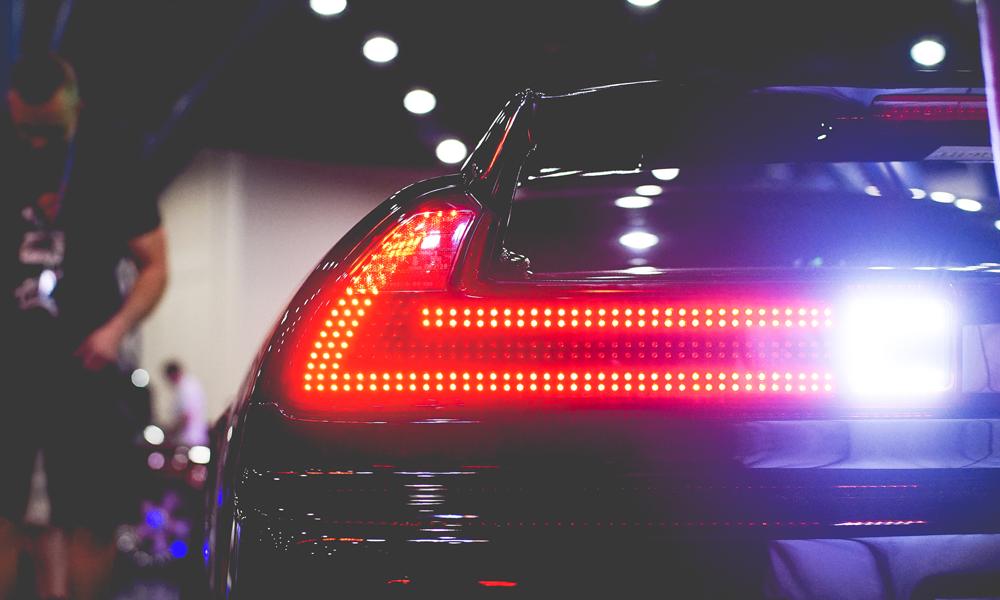 Da li vam smetaju prejaka stop svetla na novijim automobilima?