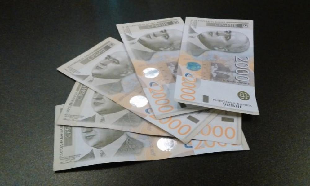 PLAĆALI NA KIOSKU FALSIFIKOVANIM NOVČANICAMA OD 2000 DINARA