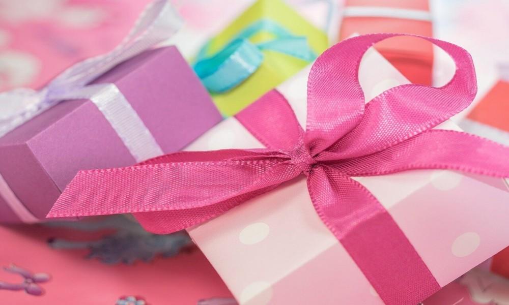 Rođendanski pokloni koji će oduševiti vašu lepšu polovinu