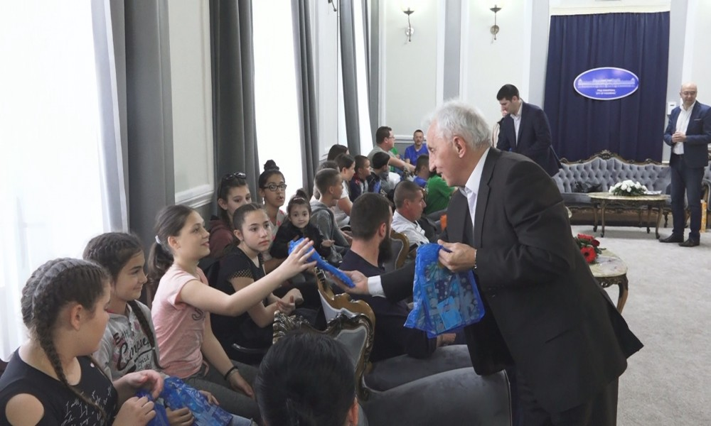 DOBRODOŠLICA ZA FOLKLORNE ANSAMBLE SA KOSOVA I METOHIJE I RUMUNIJE