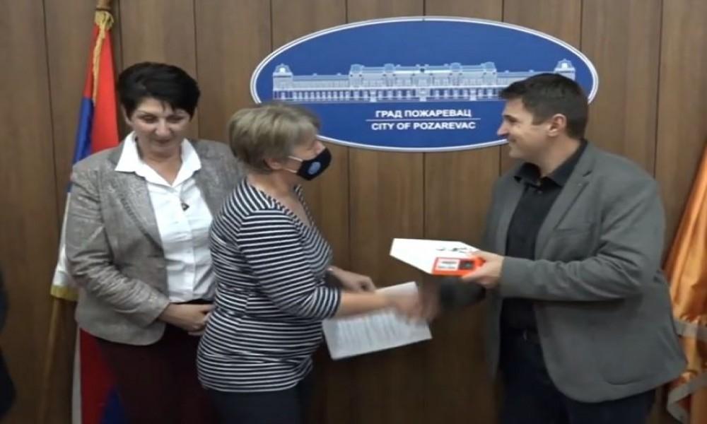 Rotari klub donirao dronove osnovnim školama