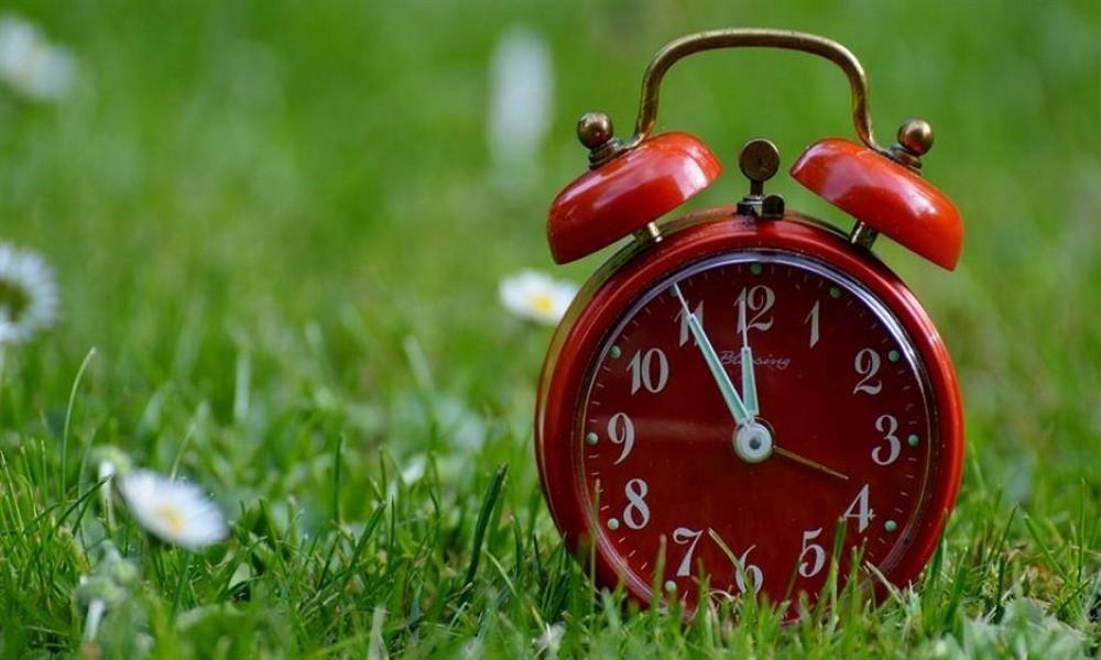 Noćas počinje letnje računanje vremena