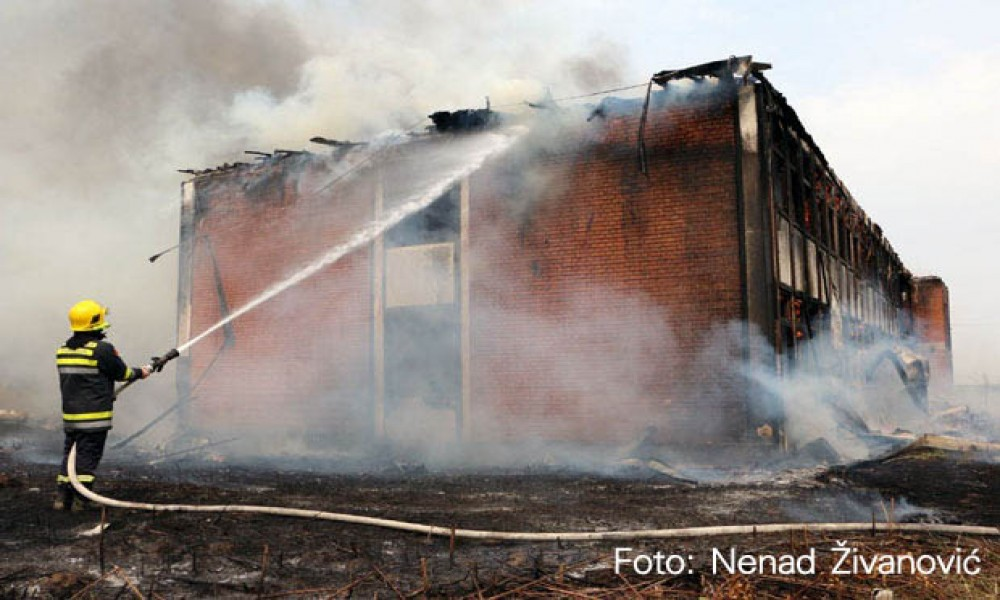 POŽAR U SMEDEREVU: Gori upravna zgrada kombinata Godomin (Foto)