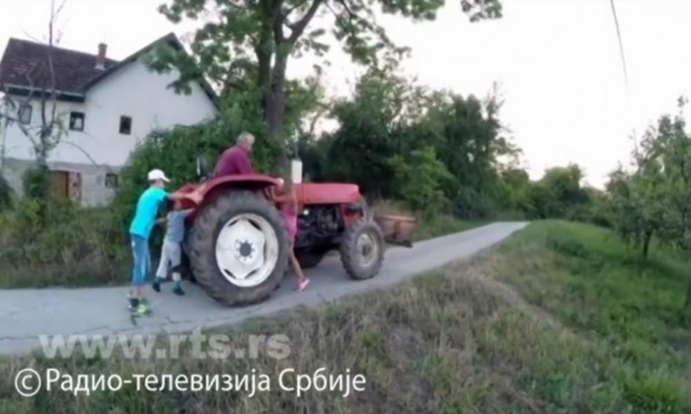 Apel starijima, nemojte davati deci traktore, to nije igra