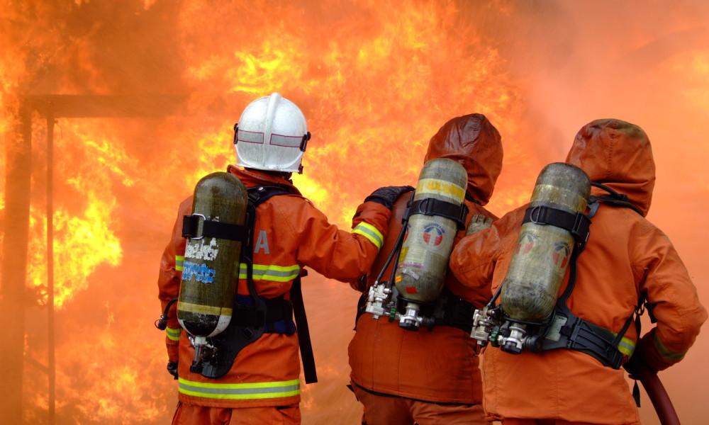 TRAGEDIJA KOD ŽABARA: U požaru izgorele dve bebe, majka nije uspela da ih spasi!