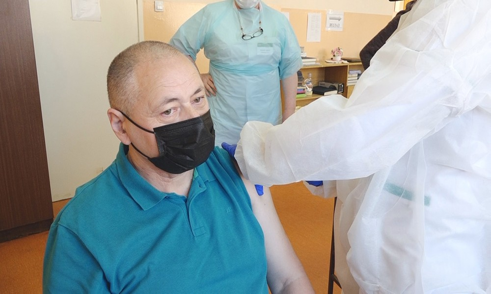 Poziv za vakcinaciju ličnim primerom