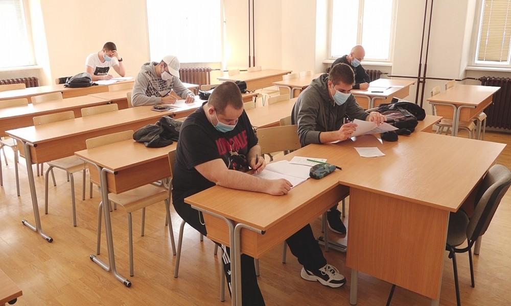 Počinju prijemni ispiti za fakultete  osim znanja za polaganje potrebna i maska