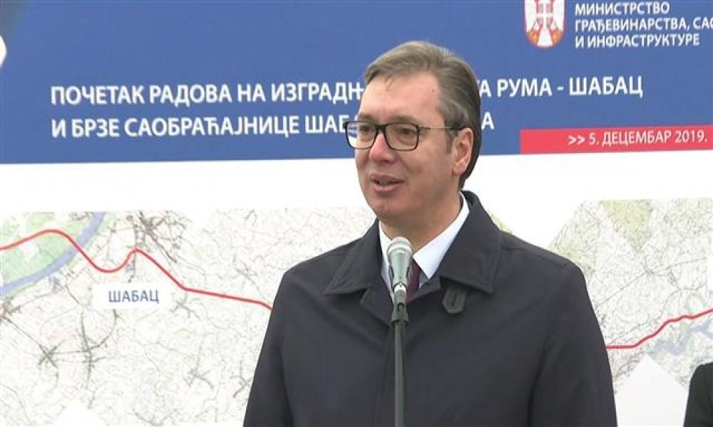 Vučić: Nećemo da gledamo u mete, već u budućnost