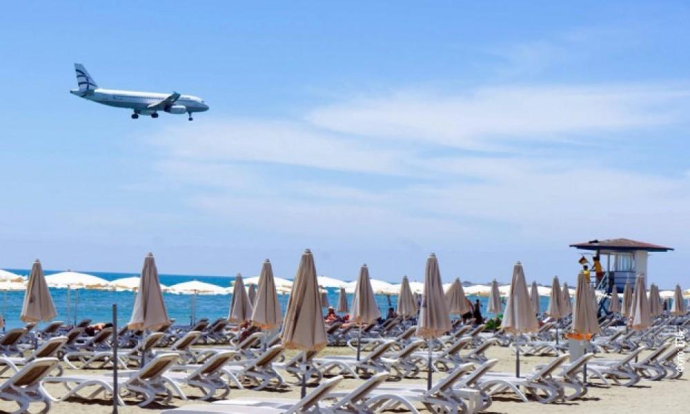 Obustavljen i avio-saobraćaj sa Grčkom, otkazani i čarter-letovi